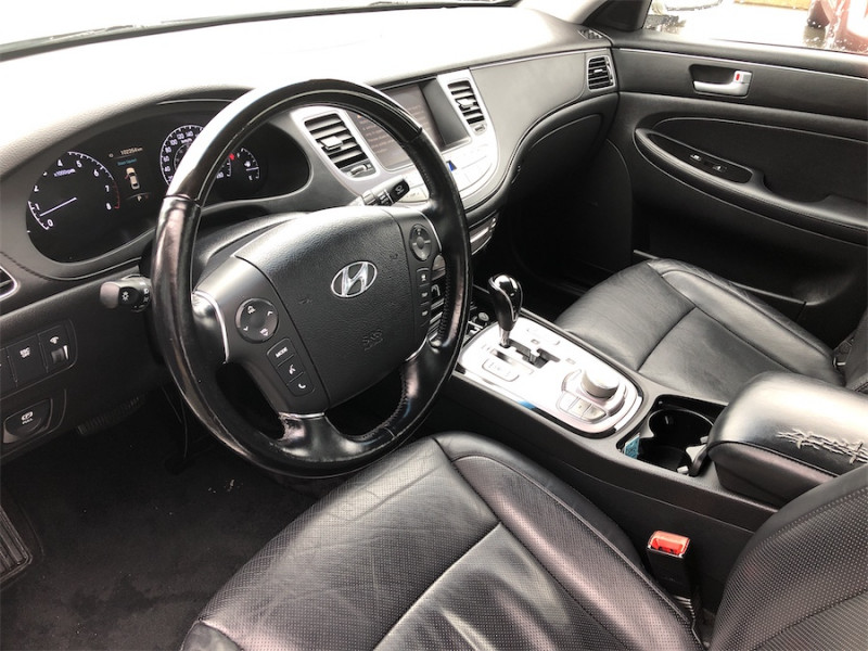 2013 Hyundai Genesis Sedan 38TECH