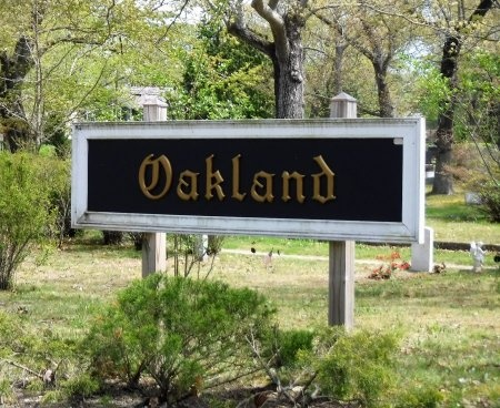 VIEW, OAKLAND CEMETERY SIGN - Suffolk County, New York | OAKLAND CEMETERY SIGN VIEW - New York Gravestone Photos