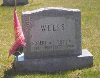 WELLS, RUTH V. - Suffolk County, New York | RUTH V. WELLS - New York Gravestone Photos