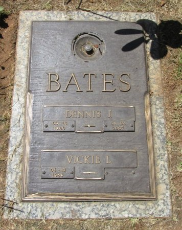 BATES, VICKIE L - Marion County, Oregon | VICKIE L BATES - Oregon Gravestone Photos