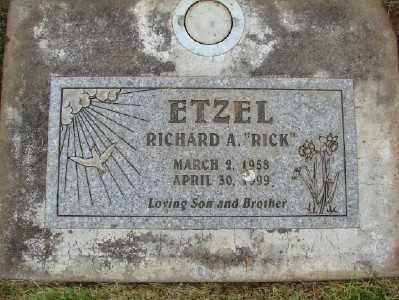 ETZEL, RICHARD A - Marion County, Oregon   RICHARD A ETZEL - Oregon Gravestone Photos