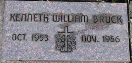 BRUCK, KENNETH WILLIAM - Washington County, Oregon | KENNETH WILLIAM BRUCK - Oregon Gravestone Photos