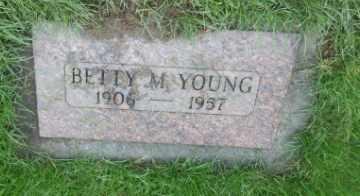 YOUNG, BETTY M - Washington County, Oregon | BETTY M YOUNG - Oregon Gravestone Photos