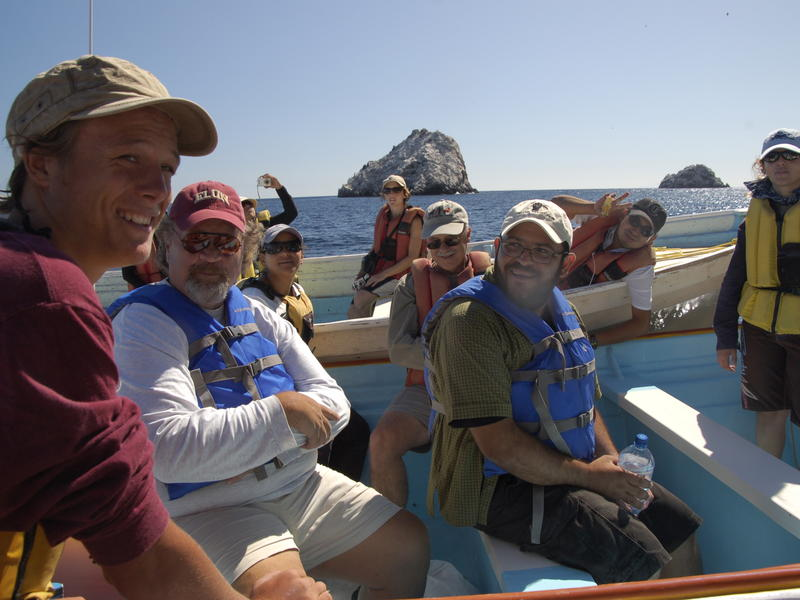 Boat Meeting in front of Islas Turner and Cholludo