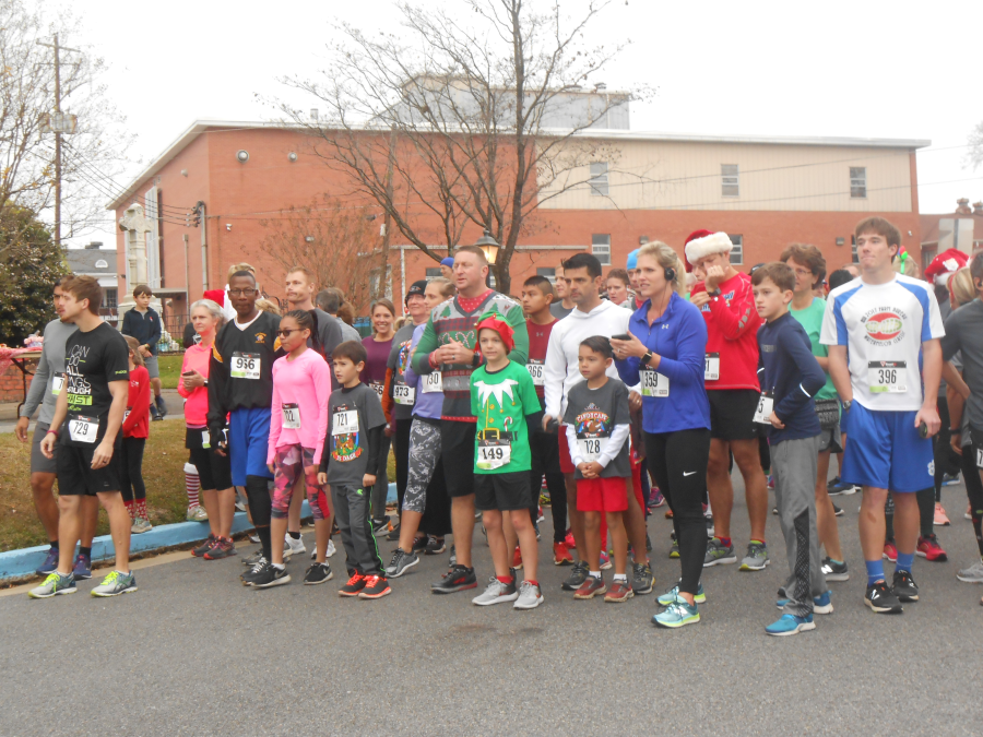 images.raceentry.com/infopages/candy-cane-5k-dash-infopages-6911.png