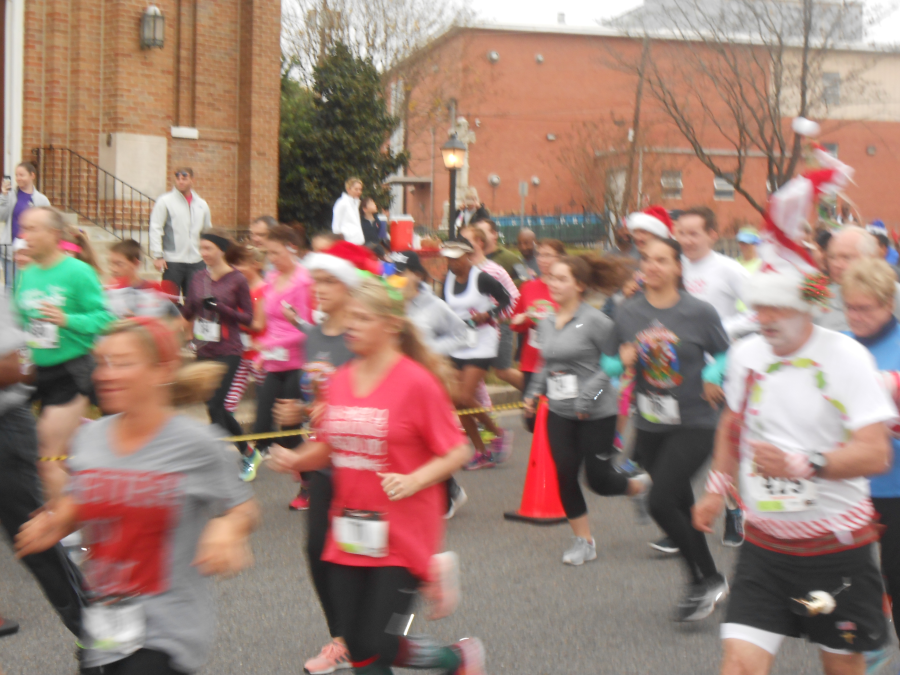 images.raceentry.com/infopages1/candy-cane-5k-dash-infopages1-6911.png