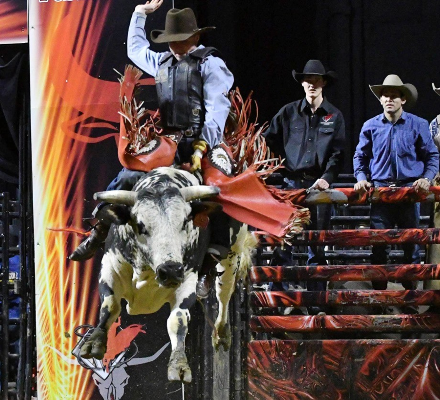 images.rodeoticket.com/infopages2/professional-championship-bull-riders-walworth-infopages2-12589.png