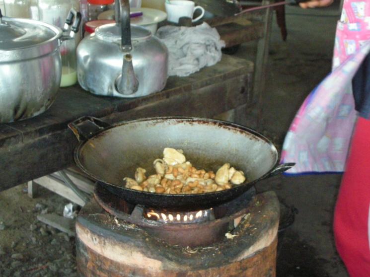 1f1265996a970113e53f335058e37296 Recipe Thai Cashew Chicken, 'Gai Pad Med Mamuang Himaphan' :: ImportFood