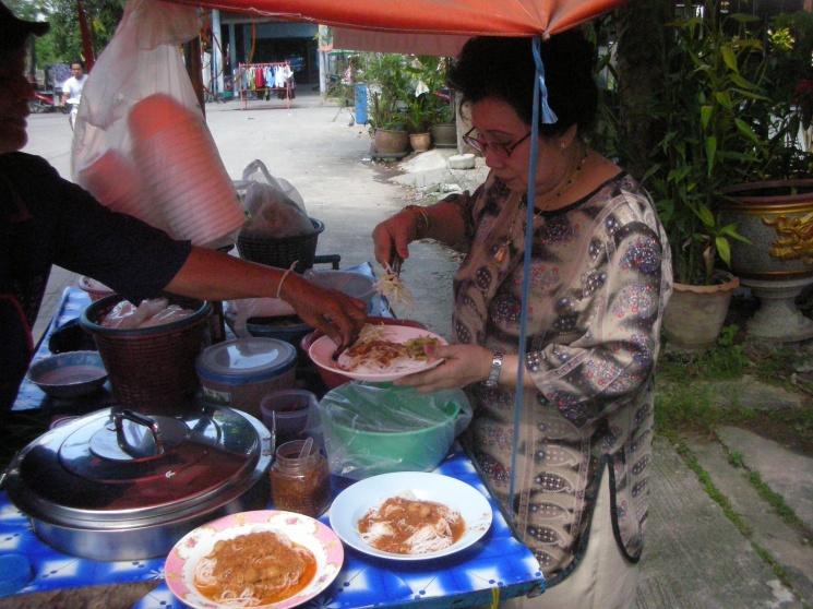 1f28f7e623998eca45226b77aef9f3d8 Recipe Noodles with Fish Curry, 'Khanom Jin' :: ImportFood
