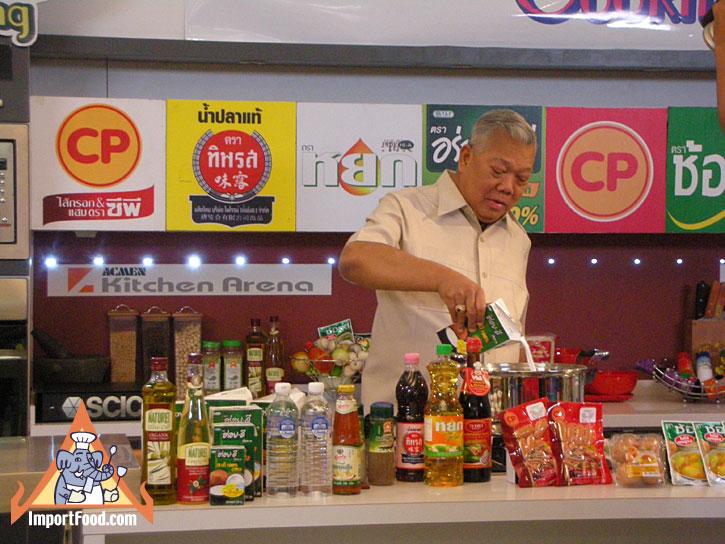 5677ed10e2968a5f2394d90428ad5bd7 Recipe Tom Kha Salmon, Prepared by the Prime Minister of Thailand :: ImportFood
