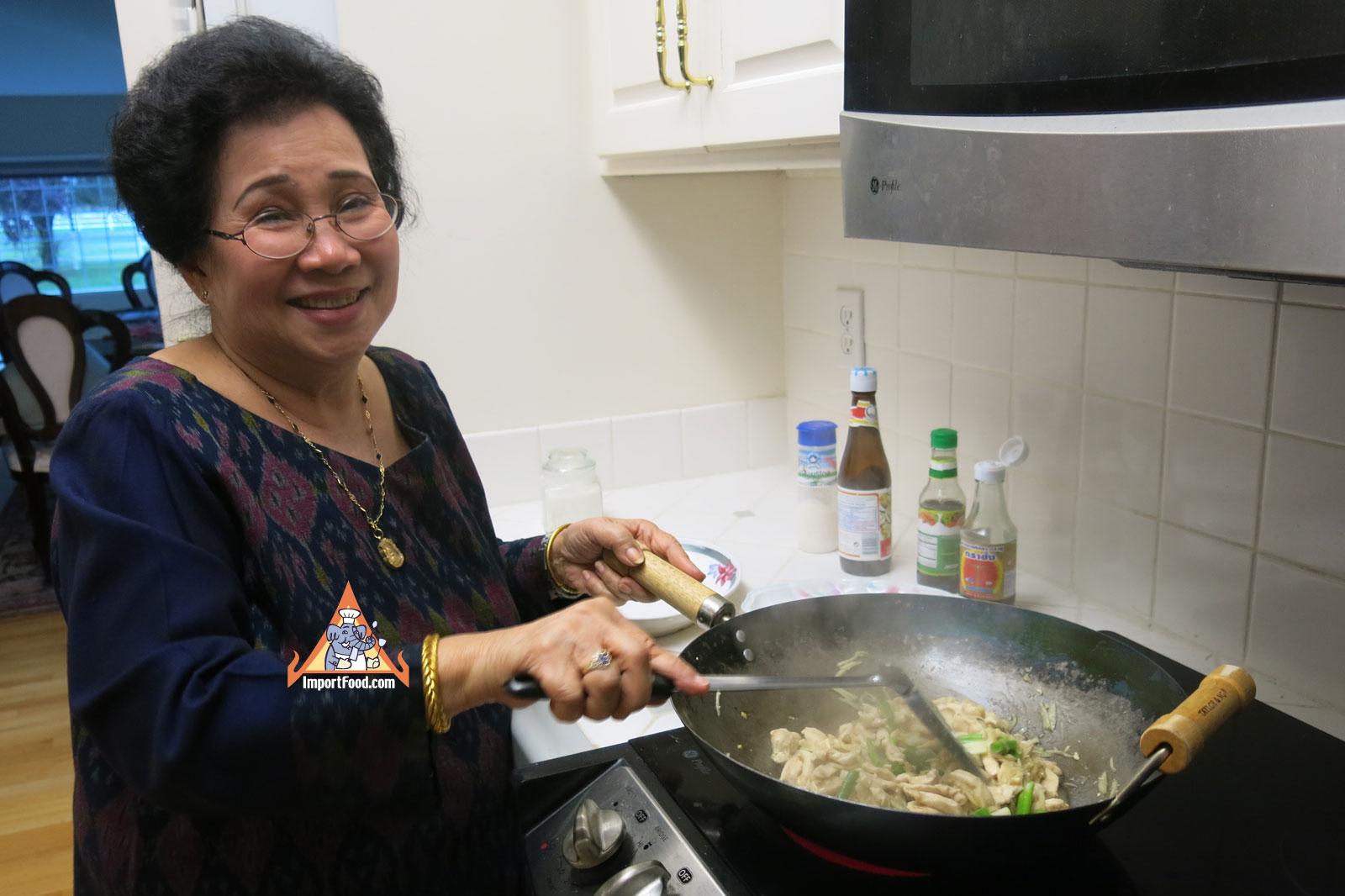 bed7947931f1e2cb8064837426f21485 Recipe Ginger Chicken, 'Gai Pad Khing' :: ImportFood