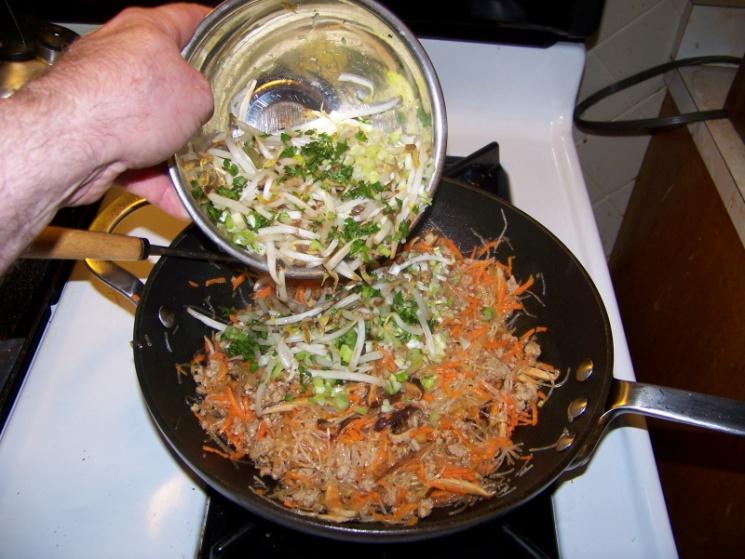 d842f27b8ece2e3f4a0097f2df7d4243 Recipe Thai Fried Spring Rolls, 'Poh Pia Tod' :: ImportFood
