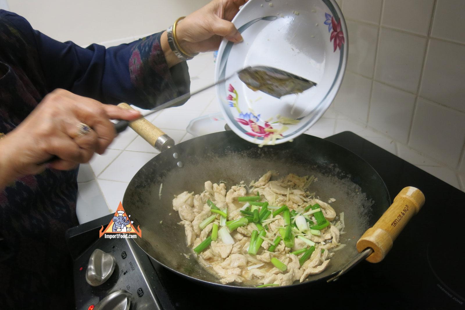 f04d5d1692d68f5d7826560d3030a6cb Recipe Ginger Chicken, 'Gai Pad Khing' :: ImportFood