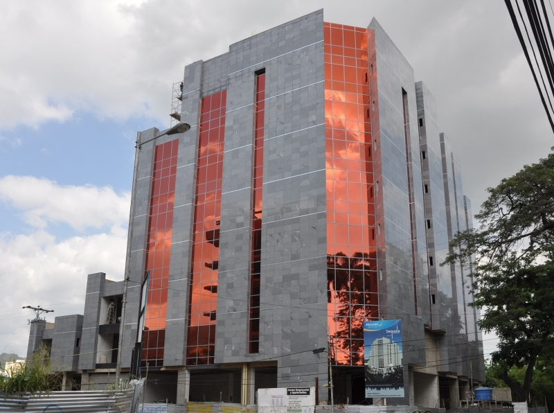 SEQUOIA Centro Empresarial / Aparto - Suites