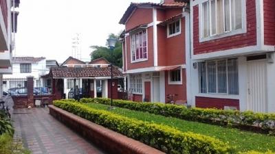 Casa duplex conjunto residencial de Dosquebradas, cerca a centro Comercial