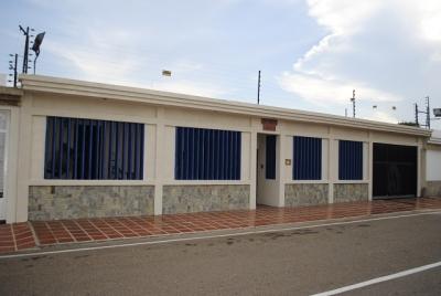 Hermosa casa ubicada en la Urbanización Rosal sur