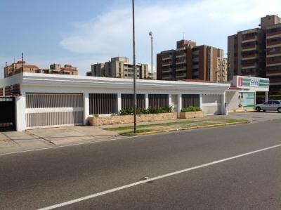 EXCELENTE INMUEBLE COMERCIAL EN AVENIDA PRINCIPAL DE CANTACLARO