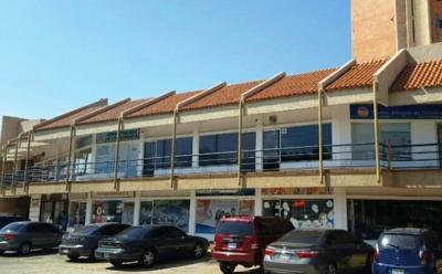 Local comercial en C.C. Villa Nueva. Av Universidad
