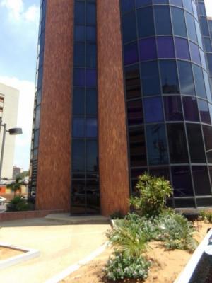 Local Comercial Torre Clinica Amado/ Calle 76 con 3Y