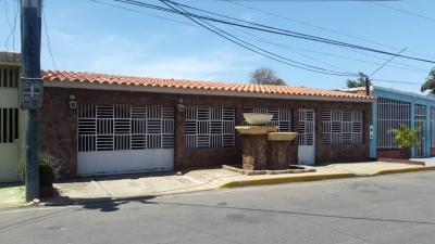 Linda Casa en Urbanización Las Amalias