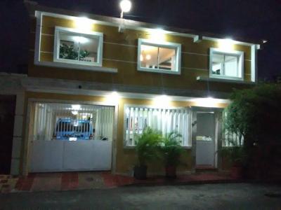 Hermosa casa en Urbanización Los Rosales