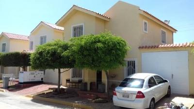 En Venta TownHouse en Villa Castillete  Zona Norte