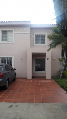 TOWN HOUSE EN ARAVENA AV. FUERZAS ARMADAS