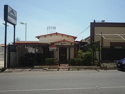 Comoda Casa en Venta Sector Los Caribes en Av. 9B