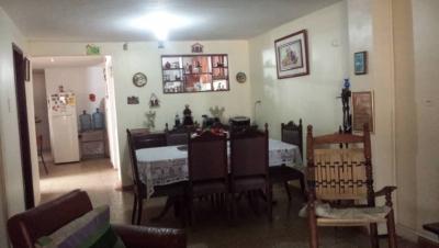 Casa de dos plantas en San Jacinto