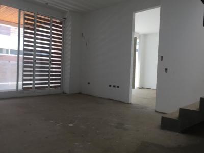 venta de thownhouse Fortaleza Creole la lago 19-3206
