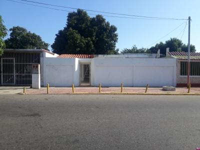 venta de casa  en La Trinidad  19-11732