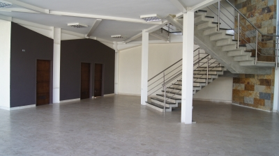 Con la mejor ubicacion en la Zona Industrial I de Bqto, Firenze Galeria.