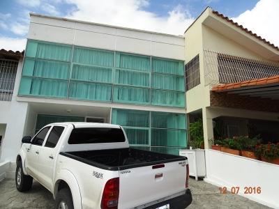 Gran oportunidad de Adquirir una Lujosa Casa en Los Cardones, Barquisimeto.