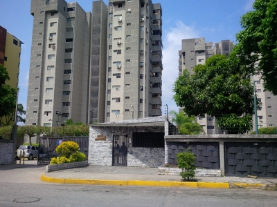 OPORTUNIDAD!! RE/MAX STAR    Vende   Apartamento ZONA ESTE