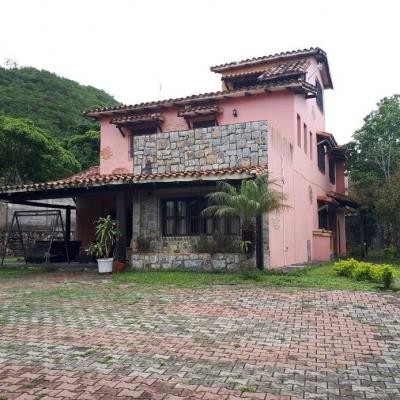 Casa Tipo Country en El Manzano