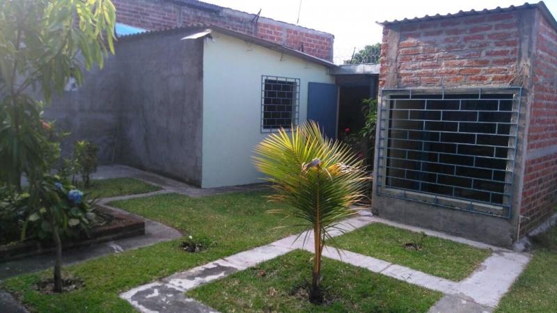 Vendo casa zona UNICAES, sobre carretera antigua a San Salvador