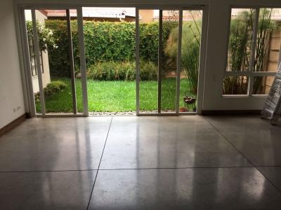 Bonita y elegante casa en alquiler en Condado Santa Rosa a $1,000 negociables. Llámenos ya!