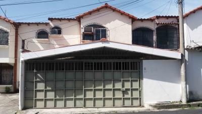 Se vende casa en Ciudad Merliot, pasaje privado