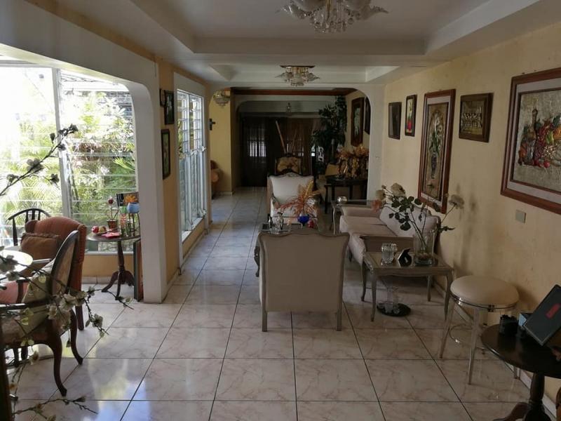 VENDO CASA JARDINES DE LA LIBERTAD, CIUDAD MERLIOT, SANTA TECLA, BUENA UBICACION, PARA NEGOCIO, OFICINA, ETC. atras de vidri merliot, tiene terreno 330 v2. y 250 mts2. de