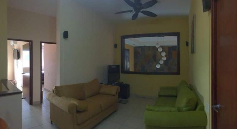 ALQUILO CASA CONDADO SANTA ROSA, ESTILO F, PRIVADO, tiene 450 v2, parqueo 4 carros, 2 plantas, sala, comedor, cocina con pantries, area de servicio completa, jardin ampli