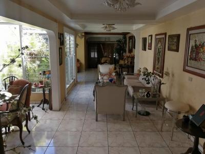 GANGA!!! VENDO CASA MERLIOT, JARDINES DE LA LIBERTAD, SANTA TECLA, BUENA UBICACION, PARA NEGOCIO, OFICINA, ETC. atras de vidri merliot, tiene terreno 330 v2. y 250 mts2.
