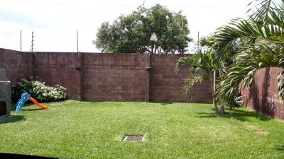 VENDO CASA RESIDENCIAL QUINTAS DE LAS MERCEDES, SAN JUAN OPICO, COMO NUEVA, PRIVADA, MODERNA, tiene de terreno 10 mts de frente X 25 de fondo