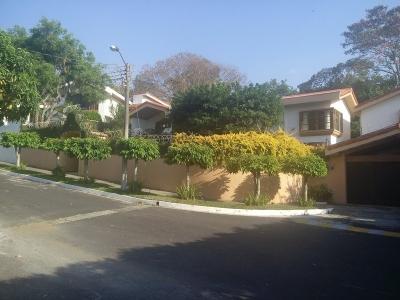 Hermosa casa con amplio jardin en residencial privado Lomas de Altamira