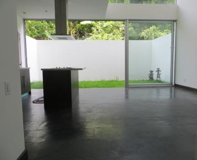 VENDO APARTAMENTO SKALA LOFT, Parte alta Colonia Escalón, TIENE 181.85  m2 (área apartamento 125.62 m2 + jardin 31.23 m2 + parqueos 25.00 m2), 2 Habitaciones en-suite con