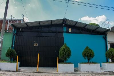 ¿Andas en busca de una casa para oficinas con bodega arriba Estadio Cuscatlan?