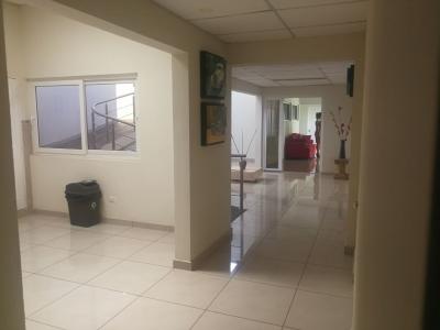 ALQUILO LOCAL PARA OFICINA COLONIA ESCALON, PARQUEO 5 CARROS, sobre calle principal, buena ubicacion, consta de 9 oficinas, baños, recepcion, precio $1,500 NEG. TEL. 7925