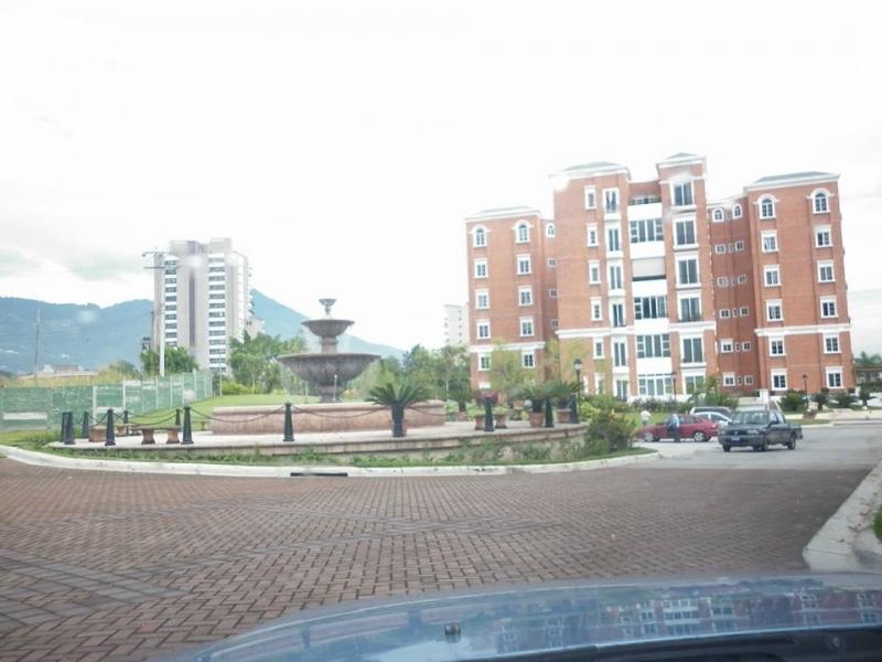 ALQUILO APARTAMENTO LA CASTELLANA, PRIVADO, FULL-AMUEBLADO, Parqueo 2 carros, sala, comedor, cocina con pantries, terraza, area de servicio completa, 3 habitaciones, el c