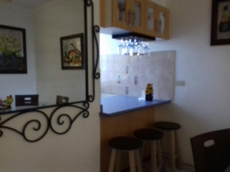 ALQUILO APARTAMENTO MAQUILISHUAT, FULL-AMUEBLADO, PRIVADO, parqueo 2 carros,  sala, comedor, cocina con pantries, 2 habitaciones, precio $775 NEG.  con vigilancia y mante
