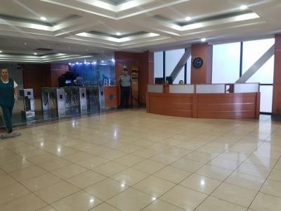 CityMax Renta oficina grande edificio cerca Salvador del Mundo