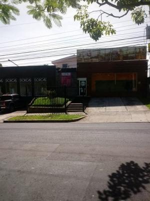 Rento local frente comercial en Colonia San Benito